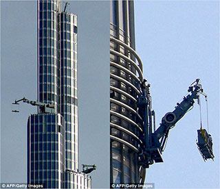 0000037-burj-khalifa-window-cleaning-02-320