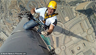 0000037-burj-khalifa-window-cleaning-04-320