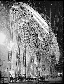0000048-zeppelins-construction-photo-01-320