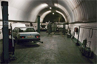 00006291-vintage-cars-in-a-tunnel-of-liverpool-03-320